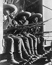Revolution in Mexico (1910-1920). Revolutionary soldiers in a train. © Roger-Viollet