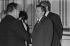Réception à l'Elysée lors de la venue du Premier secrétaire du P. C. soviétique Leonid Brejnev. Léon Zitrone (1914-1995), journaliste français  et Andreï Gromyko (1909-1989), homme politique soviétique. Paris, juin 1977. © Jacques Cuinières / Roger-Viollet