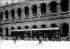 Guerre 1914-1918.  Le wagon de l'armistice du 11 novembre 1918, exposé dans la cour des Invalides, à Paris.   © Albert Harlingue / Roger-Viollet