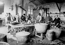 World War I. Kitchen of a canteen for Chinese immigrant workers in France. © Roger-Viollet