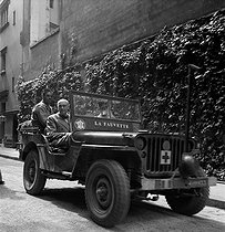 World War II. Liberation of Paris. Georges Duhamel (1884-1966), French writer, in a Jeep with a Colonel from the 2nd Armored Division commanded by General Leclerc. Paris, 1944. Photograph by Jean Roubier (1896-1981). © Fonds Jean Roubier/Roger-Vio