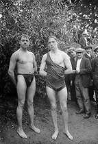 Qualifying heats for the Swimming across Paris competition. Michel and Georges, swimmers. Asnières-sur-Seine (France), on August 31, 1913. © Maurice-Louis Branger / Roger-Viollet