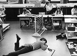 Pédagogie Montessori. Elèves dans une classe. Munich (Allemagne), 1972.  © Rudolf Dietrich/Ullstein Bild/Roger-Viollet