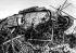 Guerre 1914-1918. Combat de chars à Cambrai (du 20 novembre au 15 décembre 1917). Le char britannique Mark IV franchissant des barbelés durant une opération. Novembre 1917. © Ullstein Bild/Roger-Viollet