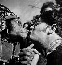 Tamed monkey. France, circa 1935. © Gaston Paris / Roger-Viollet