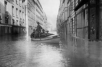 Seine flood. Rue de l'Université. Paris (VIIth arrondissement), 1910. © Maurice-Louis Branger/Roger-Viollet