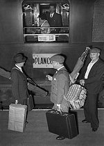 Holiday departure. Paris, Gare Montparnasse train station, circa 1938. © LAPI/Roger-Viollet