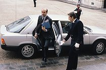 Alain Juppé (born in 1945), junior minister for the minister of Finance and Privatization, arriving at the French Cabinet. Elysee Palace, in 1987. © Jean-Pierre Couderc/Roger-Viollet