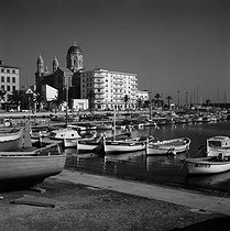 The port and the new church. Saint-Raphaël (Var), 1972. © Hélène Roger-Viollet / Roger-Viollet