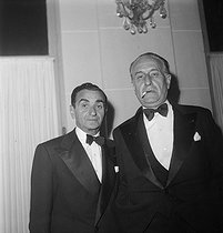 Israël Isidore Baline (known as Irving Berlin, 1888-1989), Russian-born American composer, and Albert Willemetz (1887-1964), French musician and lyricist. Deauville (France), August 1948. © Boris Lipnitzki/Roger-Viollet