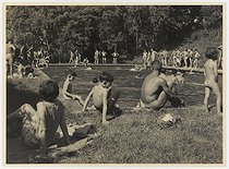 Camping and Culture association. Open-air swimming pool. Choisel (France), 1950-1959. Photograph by Marcel Cerf (1911-2010). Bibliothèque historique de la Ville de Paris. © Marcel Cerf/BHVP/Roger-Viollet