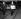 Le détective McArthur apportant au tribunal les preuves concernant l'attaque du train postal Glasgow-Londres, dirigée par Ronald Arthur Biggs (Ronnie, 1929-2013). Aylesbury  (Angleterre), 26 septembre 1963. © TopFoto / Roger-Viollet