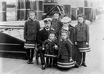 The Czar Nicholas II of Russia, his wife the Czarina Alexandra Fyodorovna (Alix of Hesse), the four great Duchesses of Russia, their daughters (Olga, Tatiana, Maria and Anastasia) and the Tsarevich Alexei, aboard one of their yachts, 1907. © Albert Harlingue / Roger-Viollet