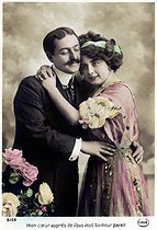 Couple. Carte postale. France, vers 1905. © Roger-Viollet