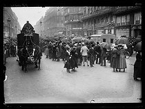 World War One. Strikes in Paris about the vote of the English week (rest on Saturday afternoons for the fashion workers), and the expensive life, mid-May 1917. © Excelsior – L'Equipe/Roger-Viollet
