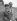 Audrey Hepburn (1929-1993), actrice britannique et son fiancé James Hanson (1922-2004), industriel britannique. Aéroport de Northolt. Londres (Angleterre), 30 septembre 1952. © PA Archive / Roger-Viollet