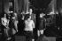 Le général et sa femme prenant congé du roi Norodom Sihanouk et de son épouse à l'issue de sa visite officielle au Cambodge. Phnom Penh, 2 septembre 1966. © Roger-Viollet