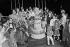 Anniversaire d'Annie Cordy (née en 1928), chanteuse et artiste de music-hall, avec Serge Lama (né en 1943). Juin 1979. © Jacques Cuinières / Roger-Viollet