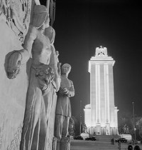 1937 World Fair in Paris. The bas relief of the pavilion of U.S.S.R. (in the foreground) and the pavilion of Germany (in the background). © Gaston Paris / Roger-Viollet