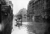 1910 Great Flood of Paris. The avenue Ledru-Rollin. © Maurice-Louis Branger/Roger-Viollet
