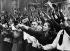 Annexion des Sudètes (Tchécoslovaquie) par les troupes allemandes. Spectateurs agitant des drapeaux à croix gammée au passage de Rudolf Hess dans Komotau. 30 novembre 1938.  © Ullstein Bild/Roger-Viollet