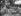 Enfants jouant dans le bassin pour les moutons lors d'une chaude journée d'été. Cowley, Oxfordshire (Angleterre), 1914. © TopFoto/Roger-Viollet