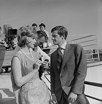 "Shooting of ""Les Distractions"", film by Jacques Dupont (1960). Sylvia Koscina and Jean-Paul Belmondo. France-Italy, on May 30, 1960. © Alain Adler/Roger-Viollet"