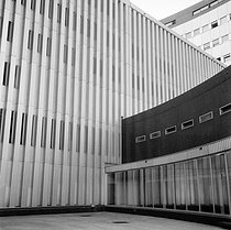 Radio France building (architect: Henry Bernard). Paris (XVIth arrondissement), 1964. © LAPI / Roger-Viollet