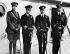 Le prince Henry (1900-1974), le prince de Galles (1894-1972), le duc d'York (1895-1952) et Lord Louis Mountbatten (1900-1979) à bord du Renown avant le départ du prince de Galles pour l'Australie. 16 mars 1920.  © TopFoto / Roger-Viollet