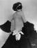 """Gerty Godden (Gerti von Reichenhall, 1905-1961), chanteuse et actrice allemande, posant à demi-nu avec un costume et un masque de carnaval. Photographie de l'Atelier Balasz, publiée dans le journal """"Die Dame"""", octobre 1928. © Ullstein Bild/Roger-Viollet"""