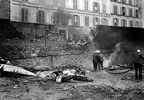 World War II. Remains of a brought down Allied plane. Paris (XVIIIth arrondissement), rue Pajol, on June 23, 1944. © LAPI/Roger-Viollet