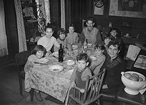 The Chabrol family, winner of the Cognacq-Jay prize for large families. December 1952. © Roger-Viollet