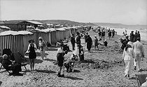 The beach. Deauville (Calvados), around 1920.      © CAP / Roger-Viollet