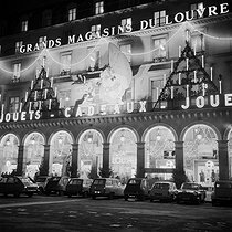 The Louvre department stores' Christmas decorations based around the theme of Asterix and Obelix, created by Uderzo and Goscinny, over Christmas, December 1966. © Collection Roger-Viollet/Roger-Viollet
