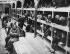 Guerre 1939-1945. Anciennes prisonnières dans un baraquement du camp de concentration d'Auschwitz (Pologne), 12 avril 1945. © Ullstein Bild/Roger-Viollet
