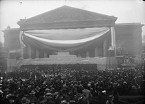Transfer to the Panthéon of the ashes of Jean Jaurès (1859-1914), French politician. The catafalque in front of the Chamber of Deputies. Paris, on November 23, 1924. © Albert Harlingue/Roger-Viollet
