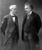 Albert Einstein (1879-1955), physicien américain d'origine allemande, et Paul Langevin (1872-1946), physicien français.  © Neurdein / Roger-Viollet