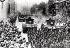 Défilé de la victoire passant dans la rue de Whitehall pour célébrer la fin de la Première Guerre mondiale. Londres (Angleterre), janvier 1919. © PA Archive/Roger-Viollet