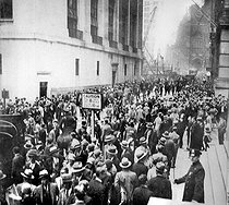 1929 crisis. Crowd in front of the New York stock exchange (United States), on October 24, 1929. © Roger-Viollet