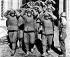 Guerre de Corée (1950-1953). Soldats de l'armée rouge chinoise faits prisonniers. Hamhung (Corée du Nord), novembre 1950. © Ullstein Bild / Roger-Viollet