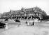 Devant le Normandy Hotel. Deauville (Calvados), vers 1920. © CAP / Roger-Viollet