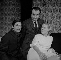 """The Collection"", play by Harold Pinter. Adaptation by Eric Kahane. Direction by Claude Régy. Jean Rochefort, Michel Bouquet and Delphine Seyrig. Paris, Théâtre Hébertot, September 1965. © Studio Lipnitzki/Roger-Viollet"