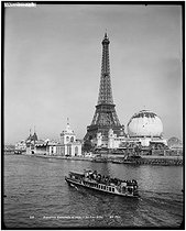 1900 World Fair in Paris. The Eiffel Tower. Paris, 1900. © Neurdein frères / Neurdein / Roger-Viollet