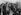 Edith Piaf (1915-1963), chanteuse française, et les Compagnons de la chanson. France, 1948. © Collection Roger-Viollet / Roger-Viollet