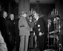 General Dassault presenting the new necklace of the Grand Master of the Order of the Legion of Honour to Vincent Auriol, President of the French Republic. Paris, on December 1st, 1953. © Roger-Viollet