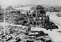 "World War II. Hiroshima (Japan) after the atomic bombing of August 6, 1945. Centre : "" the atomic dome"", former House for local industrial promotion. View from the roof of the Chamber of Commerce. © Roger-Viollet"
