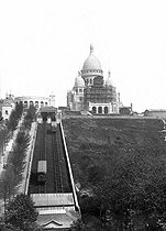 Paris. The basilic of Sacré-Coeur of Montmartre in the process of the completion, with the funicular.$$$ © Léon et Lévy/Roger-Viollet