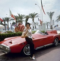 "Plymouth ""Ghia"" car (1960). Cannes (Alpes-Maritimes), 1960's. © Ray Halin/Roger-Viollet"