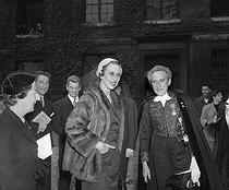 Jean Cocteau (1889-1963), French writer and director, greeted at the French Academy, in the presence of Queen Marie José of Belgium, wife of King Umberto II of Italy. Behind : Paul-Louis Weiller and Jean Marais. Paris, Institut de France, on October 20, 1955. © Roger-Viollet