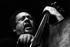 Charles Mingus (1922-1979), musicien et compositeur de jazz américain. Villeurbanne (Rhône), 1970. © Gérard Amsellem / Roger-Viollet